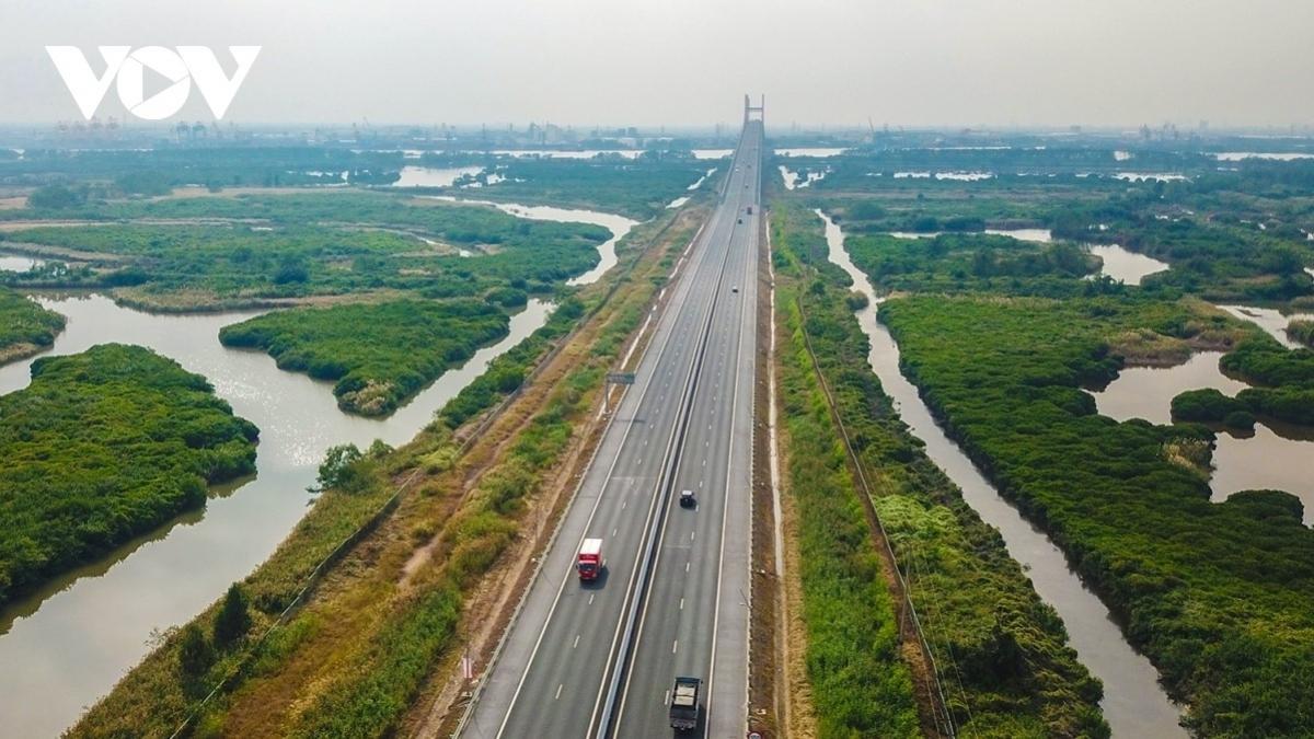 Đến năm 2025, cơ bản hoàn thành tuyến đường bộ cao tốc Bắc - Nam phía Đông