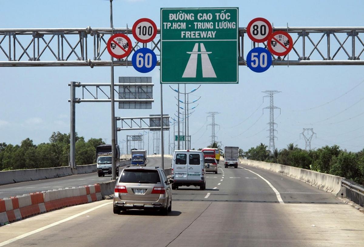 Tổng cục Đường bộ Việt Nam vừa có văn bản đề nghị UBND hai tỉnh Long An và Tiền Giang thí điểm lập chốt kiểm soát dịch bệnh tại trạm dừng nghỉ để phục vụ hoạt động vận tải hàng hóa.