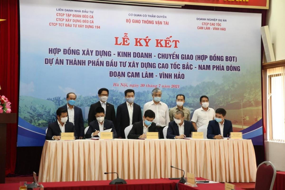 Lễ ký Hợp đồng BOT Dự án thành phần đầu tư xây dựng đoạn Cam Lâm - Vĩnh Hảo.