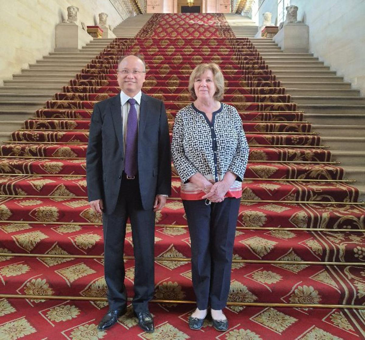 Đại sứ Đinh Toàn Thắng và bà Catherine Deroche