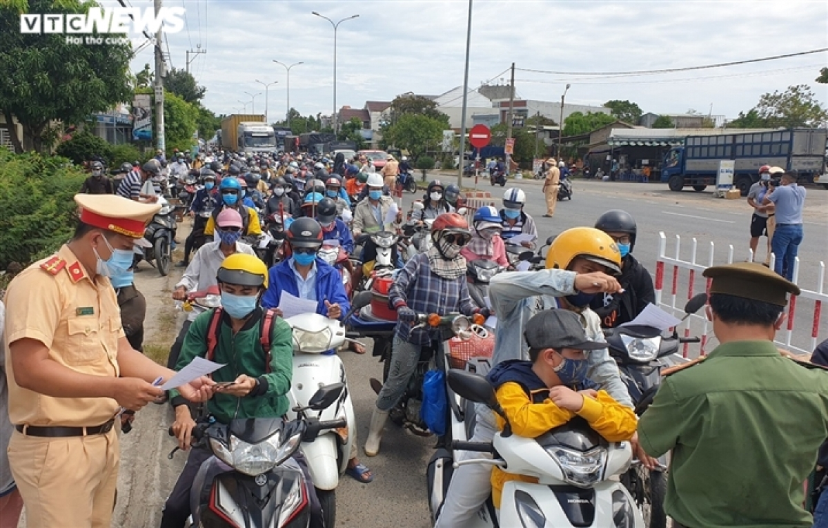 The sheer number of people making the journey results in heavy traffic congestion at a checkpoint in Dien Ban town in Quang Nam province.