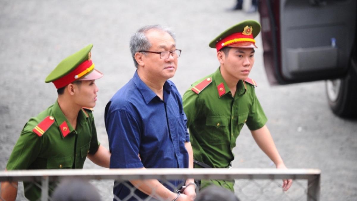 Bị cáo Phạm Công Danh được dẫn giải đến tòa