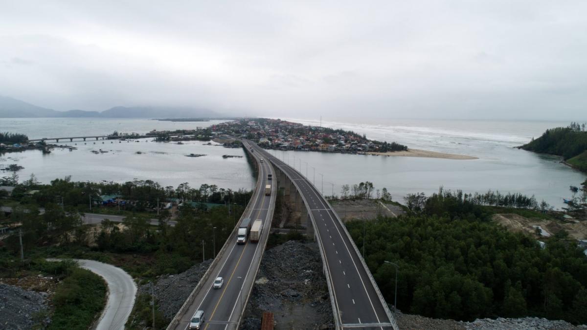Mục tiêu xây dựng thêm 3.800 km đường cao tốc trong gần 10 năm tới của Chính phủ trong bối cảnh nguồn vốn ngân sách nhà nước không dồi dào, cần các giải pháp như phát hành trái phiếu doanh nghiệp.