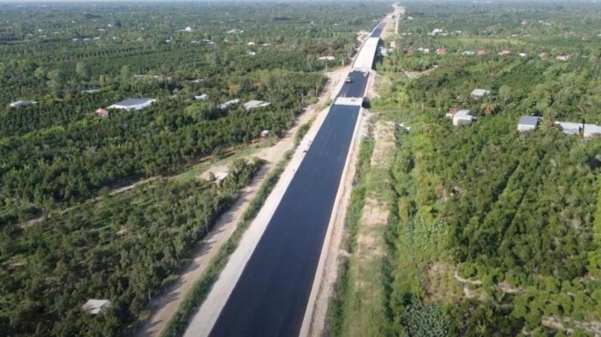 Cao tốc Trung Lương - Mỹ Thuận đang được khẩn trương thi công để cuối năm nay có thể thông xe về miền Tây.
