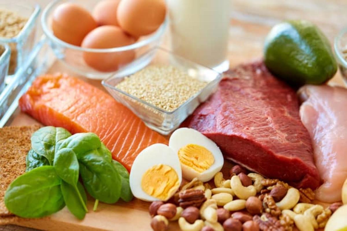 Bữa ăn cho trẻ cần đảm bảo đầy đủ vi chất, chất khoáng, cần cân đối mức năng lượng tiêu hao để tránh thừa cân - béo phì.