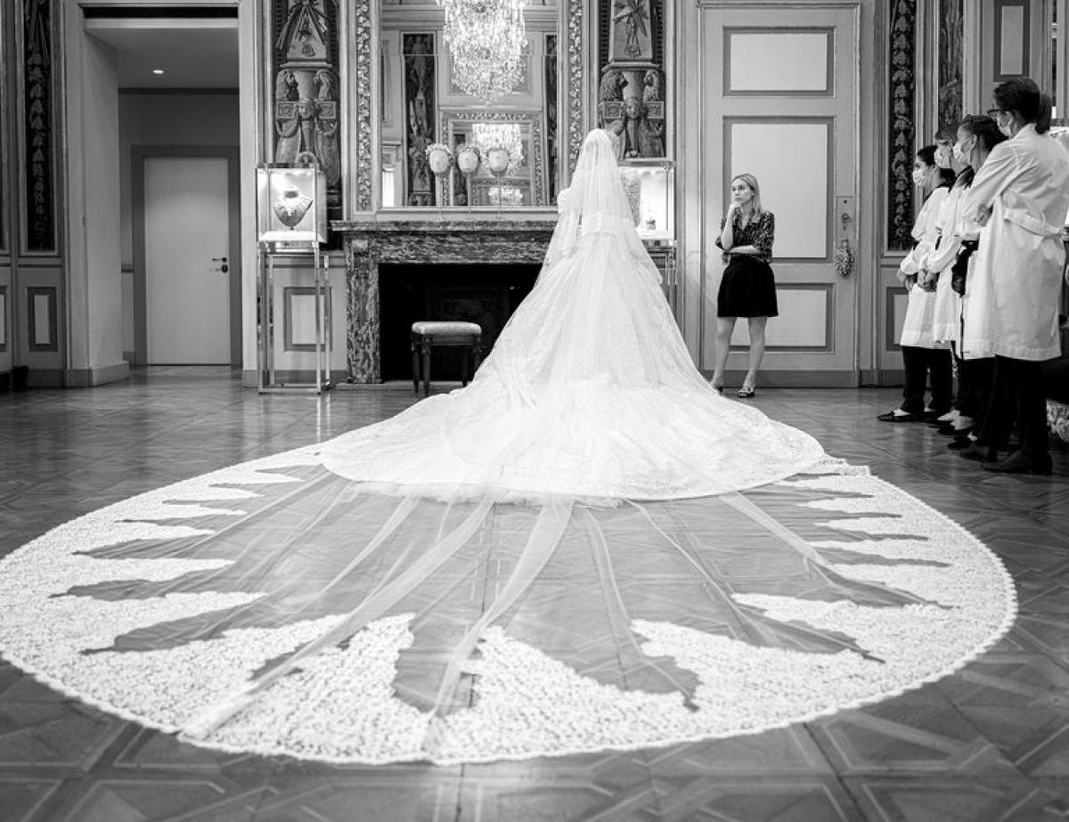 Với váy cưới tuyệt đẹp này,Lady Kitty Spencer tiếp tục ghi danh vào danh sách những cô dâu lộng lẫy nhất Hoàng gia châu Âu.