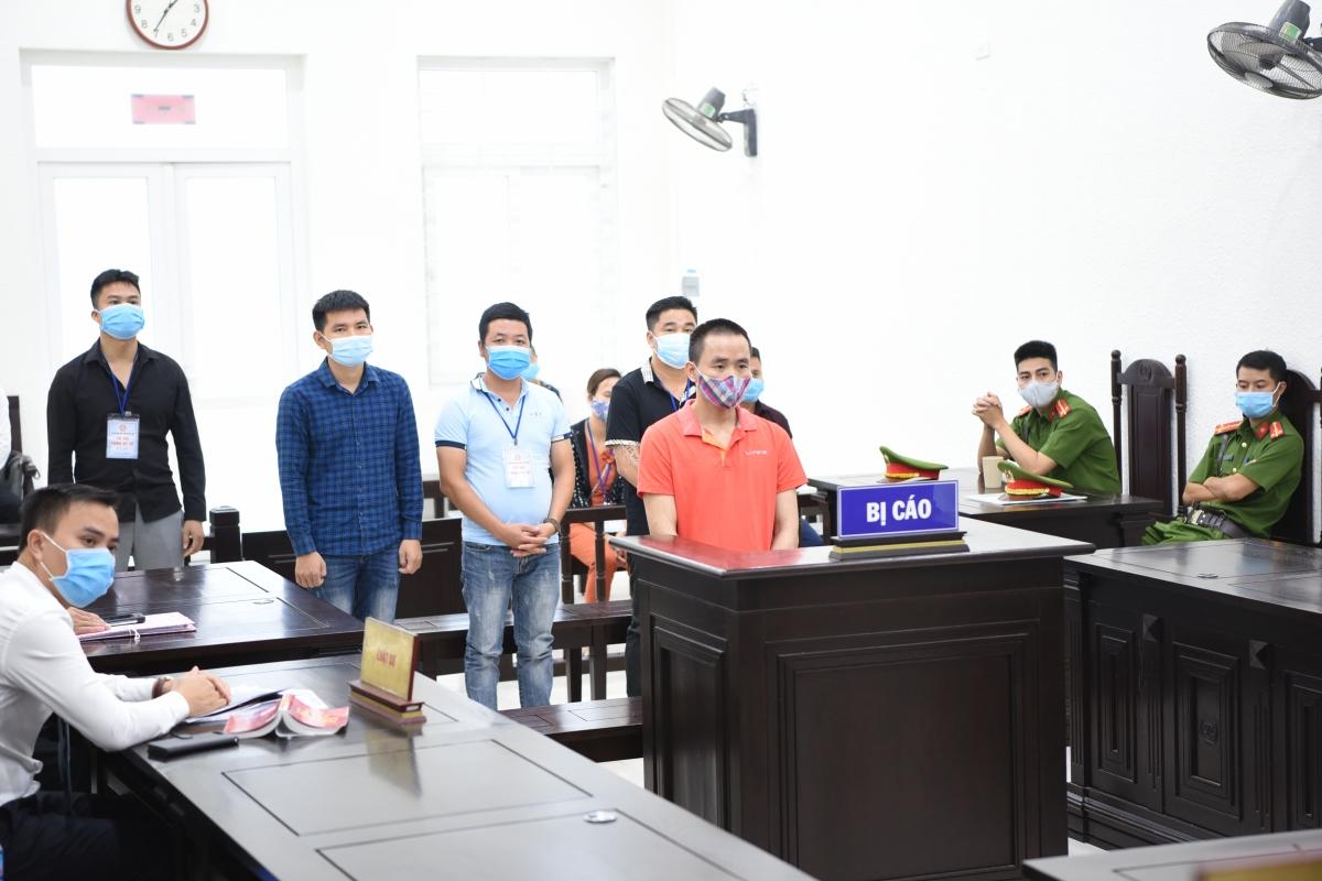 Các bị cáo tại phiên xét xử ngày 12/7 (Ảnh: Võ Nam)