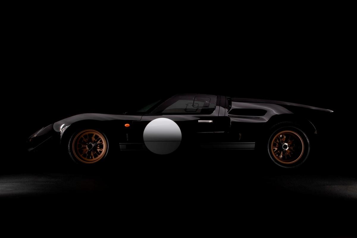"""""""Đây là sự hợp tác tuyệt vời. Trọng tâm của Everrati và cả Superformance đều là về những chiếc xe mang tính biểu tượng và Lance (Stander, CEO của Superformance) cùng đội ngũ của ông ấy là những người đầu tiên mà bất kỳ ai nghĩ đến những mẫu xe huyền thoại được tái bản được cấp quyền bởi hãng"""", ông Justin Lunny, người sáng lập và CEO của Everrati chia sẻ."""