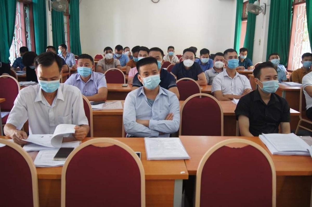 Các nhân viên y tế của đoàn công tác tham gia tập huấn trước khi lên đường tăng cường cho thành phố Hồ Chí Minh chống dịch. (Ảnh: CDC Điện Biên).