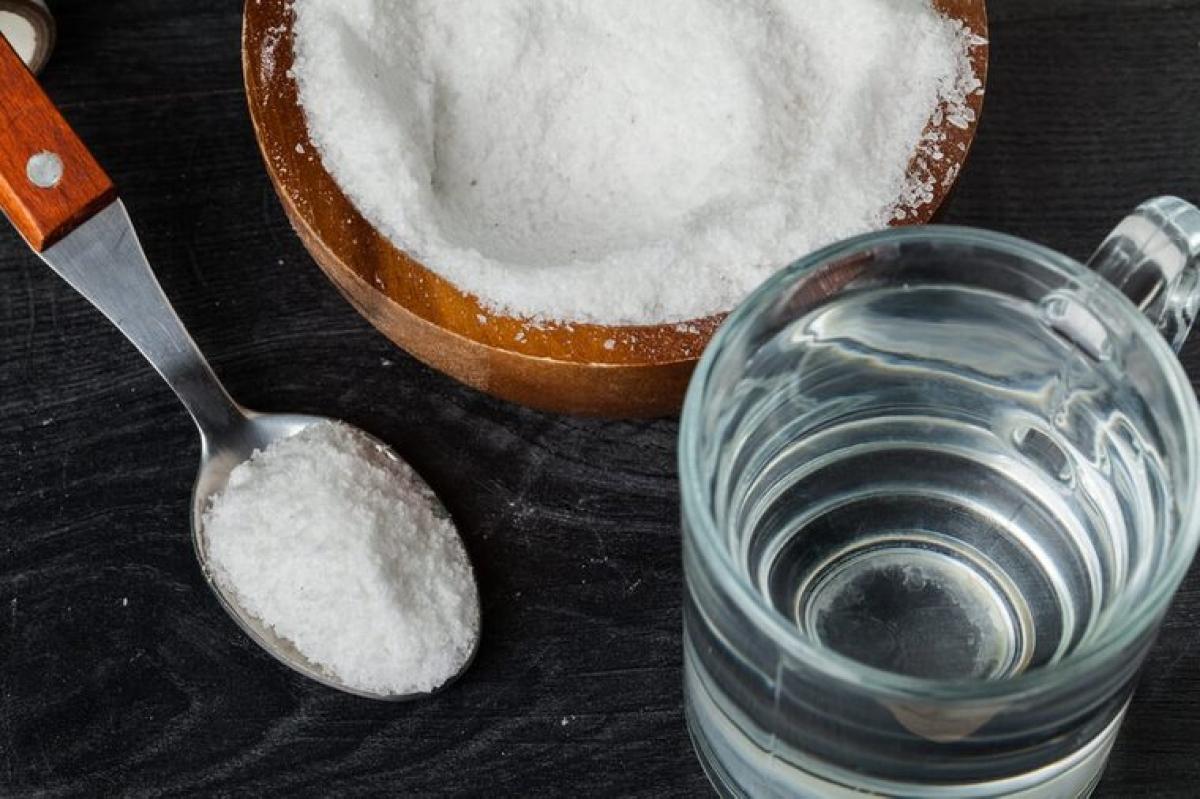 Nước muối: Nghiên cứu cho thấy súc miệng bằng nước muối có thể giúp chữa lành phần lợi bị viêm. Nước muối có tính sát khuẩn, nhờ đó có thể giúp tiêu diệt các vi khuẩn gây viêm trong khoang miệng.