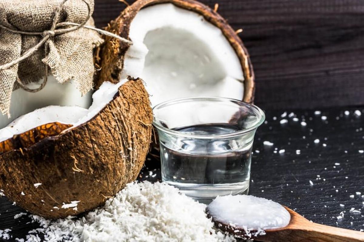 Dầu dừa: Một nghiên cứu đã cho thấy phương pháp súc miệng bằng dầu dừa 10 phút/ngày trong vòng 1 tuần có thể giúp giảm mảng bám trong khoang miệng, từ đó giúp giảm nguy cơ viêm lợi.