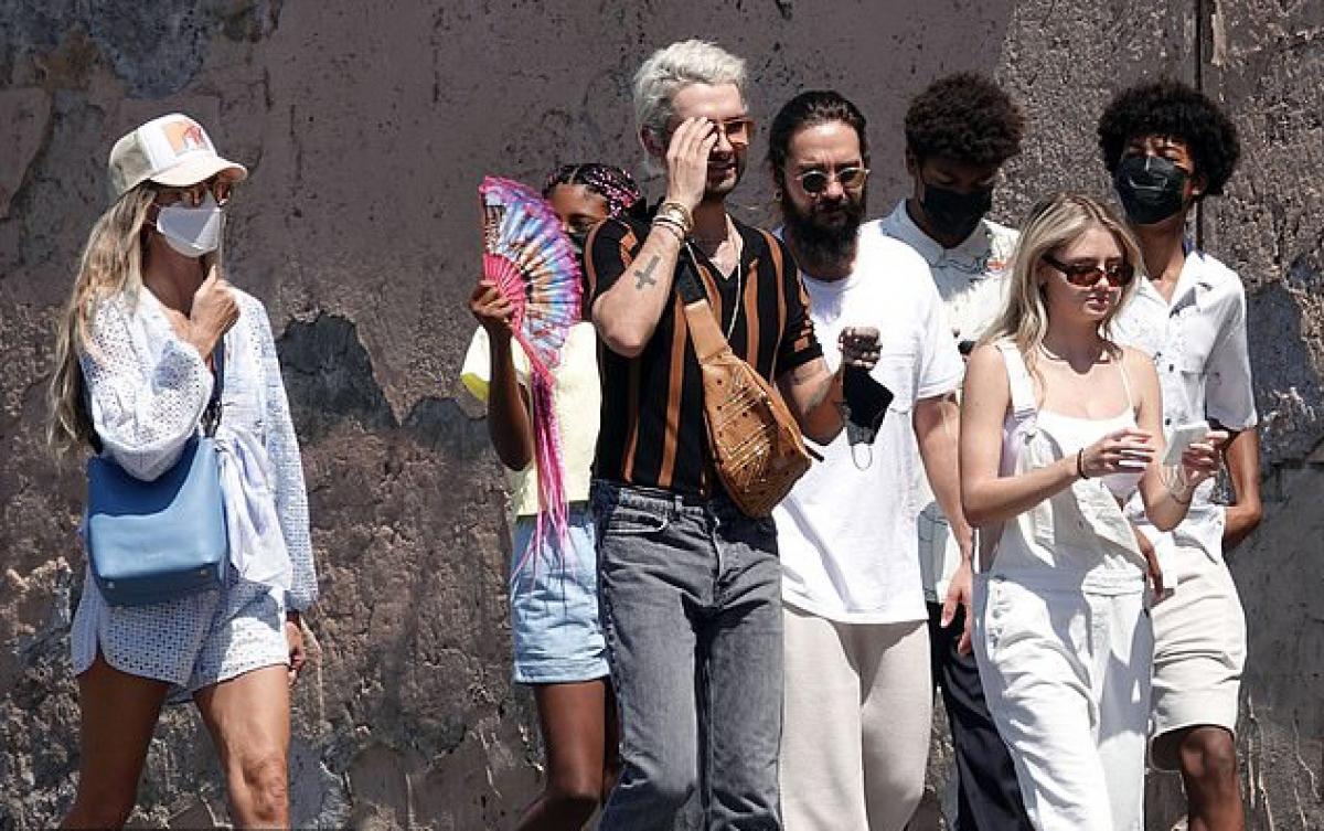 Heidi Klum đã kết hôn với Tom Kaulitz của nhóm Tokio Hotel được ba năm. Tuy cách nhau 17 tuổi nhưng hai người rất hòa hợp và yêu nhau say đắm.