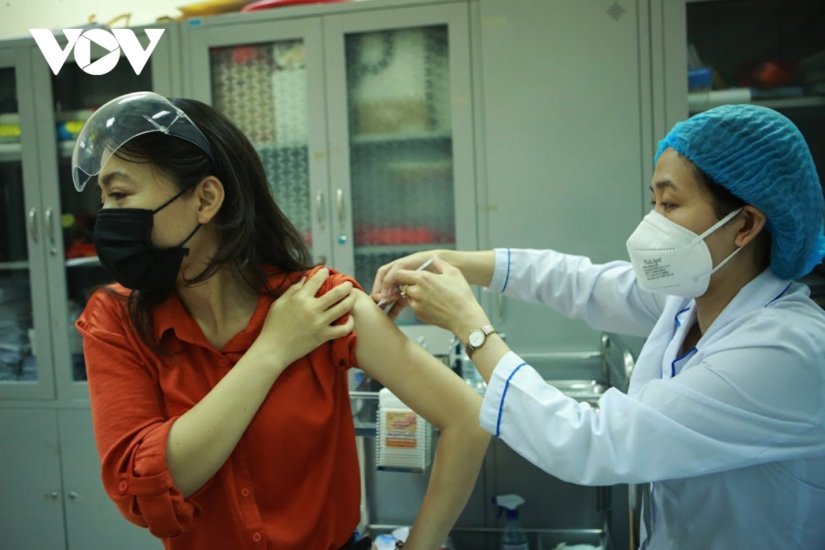TP Hà Nội phấn đấu đến hết năm 2021 đạt 50% đối tượng được tiêm vaccine COVID-19.