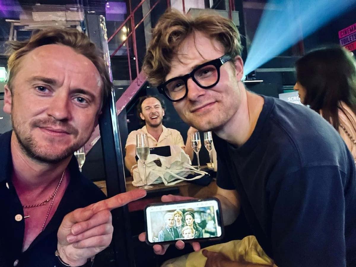 """Tháng 6/2021, Felton bất ngờ gặp cậu con trai trên màn ảnh -Bertie Gilbert khi đi xem bộ phim """"In the Heights"""". Cậu bé Bertie Gilbertvào vaiScorpius Malfoy trong phần phim """"Harry Potter and the Deathly Hallows: Part 2"""" năm2011 nay đã trưởng thành và thay đổi khá nhiều. Felton thích thú đăng ảnh kèm chú thích: """"Thật là một sự trùng hợp đáng yêu, trước khi ngồi xuống để xem @intheheightsmovie""""./."""