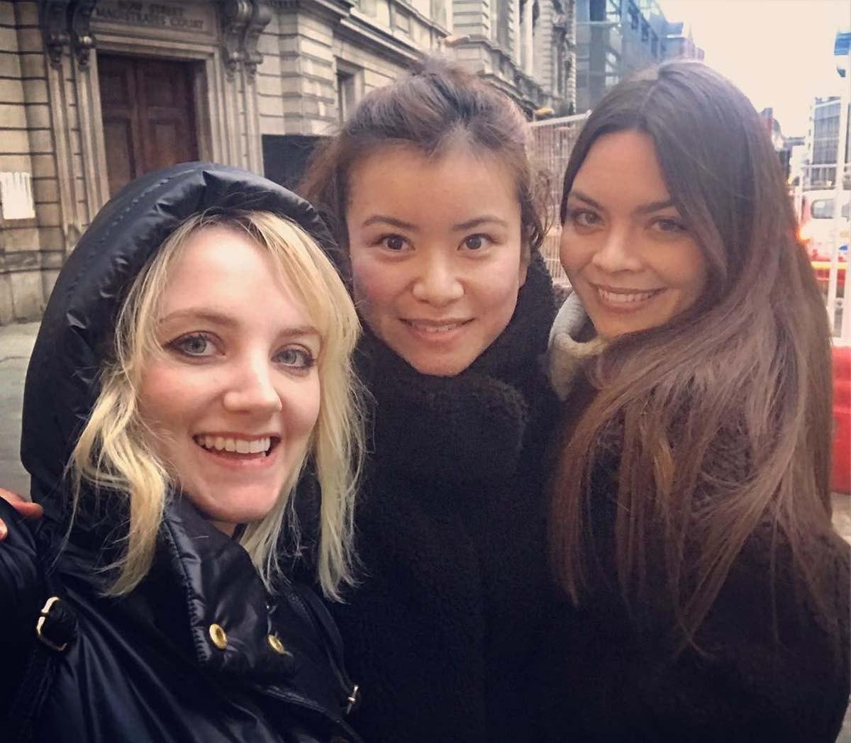 """Cô nàng Evanna Lynch (vai Luna Lovegood) đã chia sẻ bức ảnh """"hội chị em"""" trên Instagram, khi cô gặp Scarlett Byrne (vai Pansy Parkinson) và Katie Leung (vai Cho Chang) ở London, hồi tháng 1/2019."""