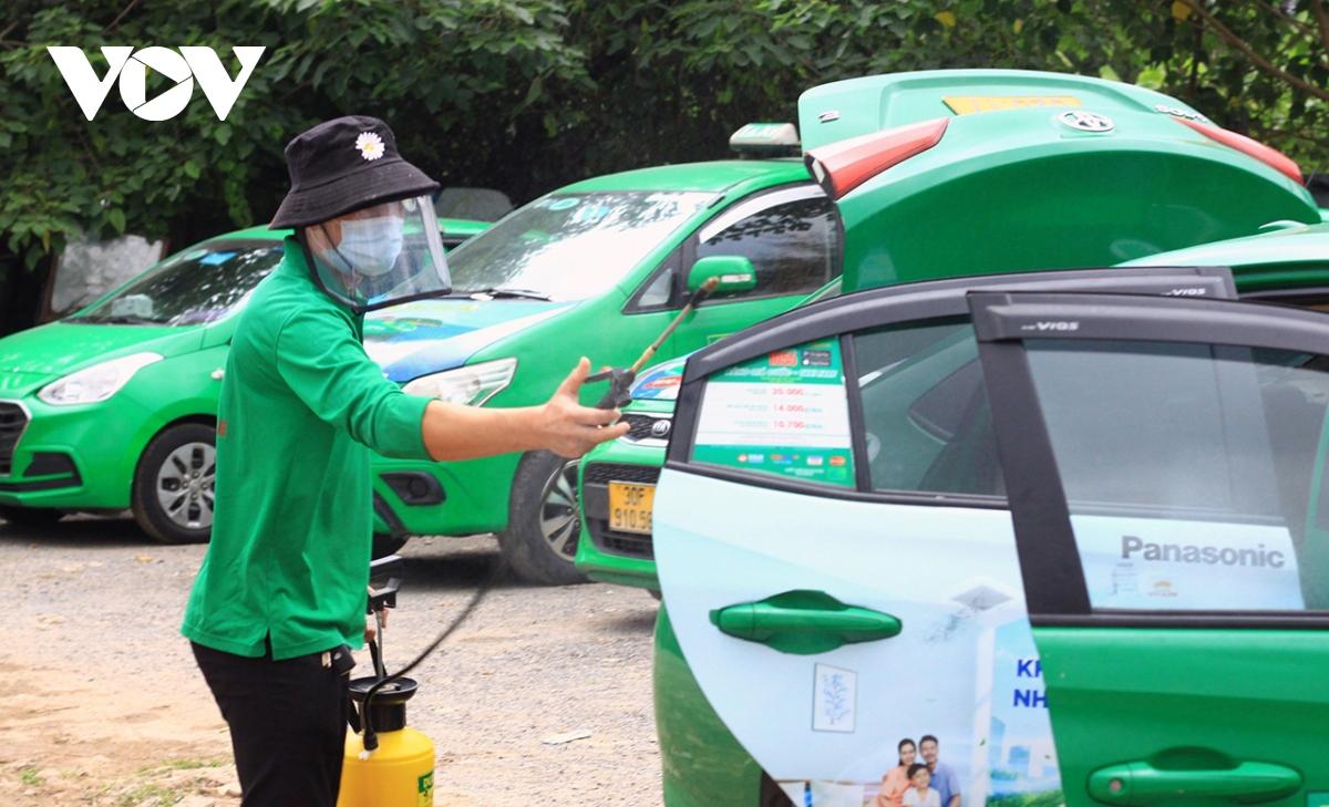 Xe được phun khử khuẩn chống dịch cẩn thận.