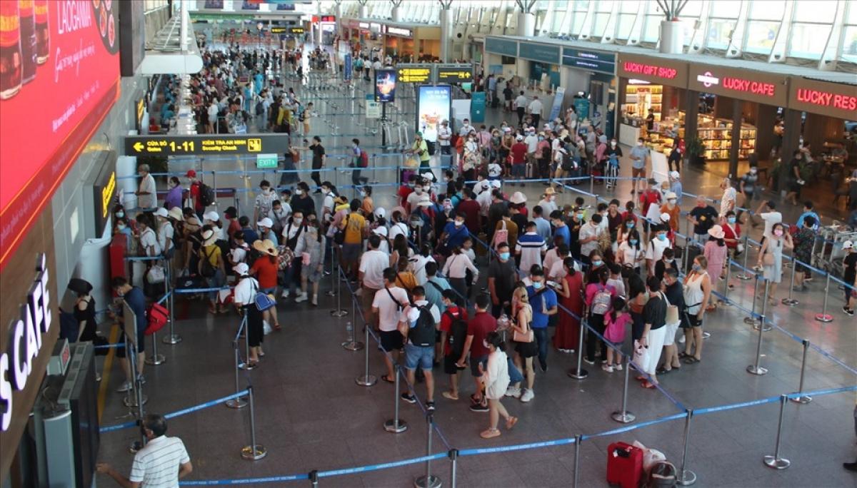 Cần thống nhất áp dụng việc xác nhận giấy tờ cho phép các phương tiện đường bộ, người đưa/đón hành khách đi máy bay khi đến/đi qua các địa phương để đến các cảng hàng không, sân bay.
