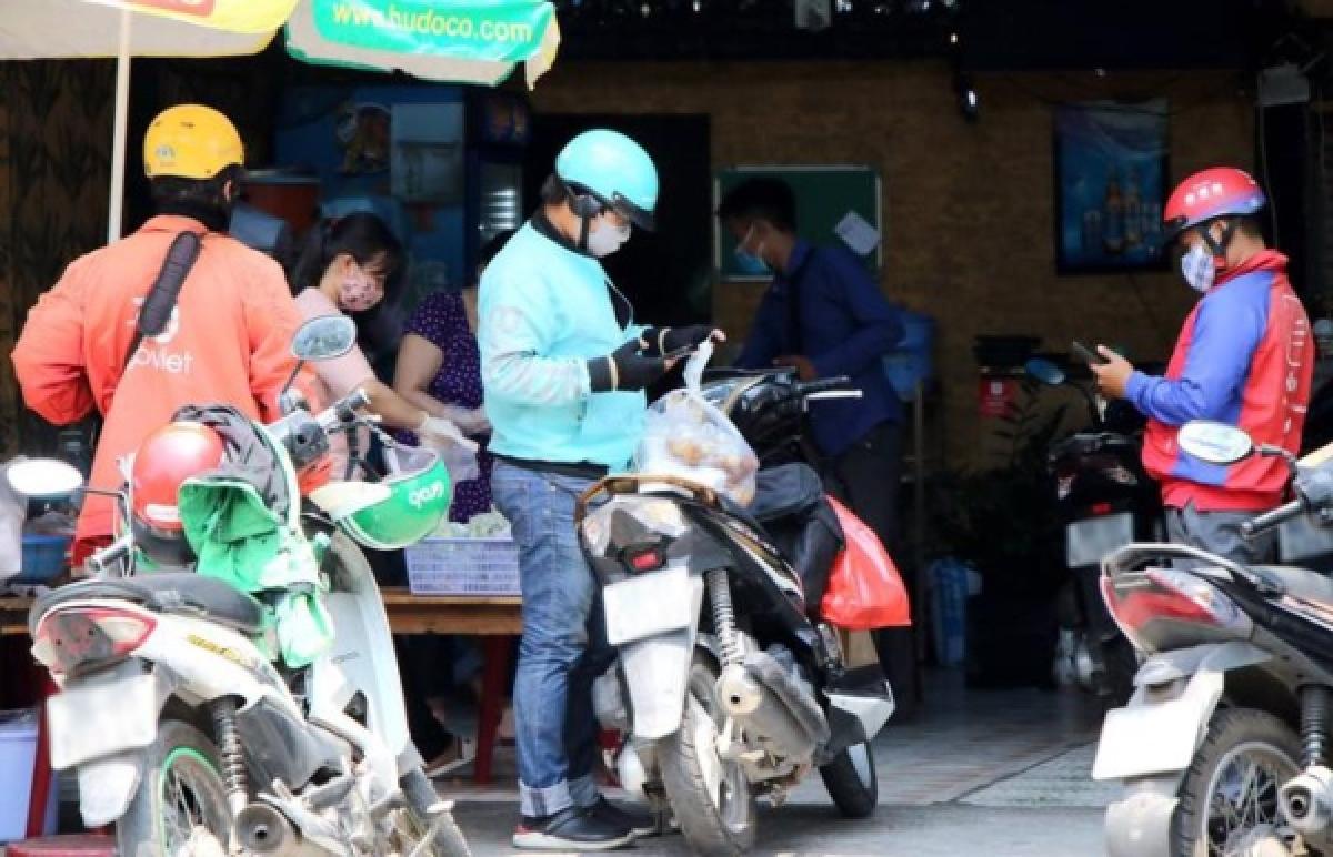 Sở GTVT Hà Nội đang xin ý kiến thành phố xây dựng quy trình để cấp mã thẻ nhận diện cho các phương tiện shipper hoạt động theo danh sách...