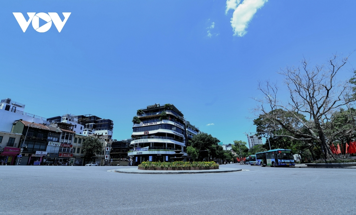 Usually a bustling site, Dong Kinh Nghia Thuc square is left silent.