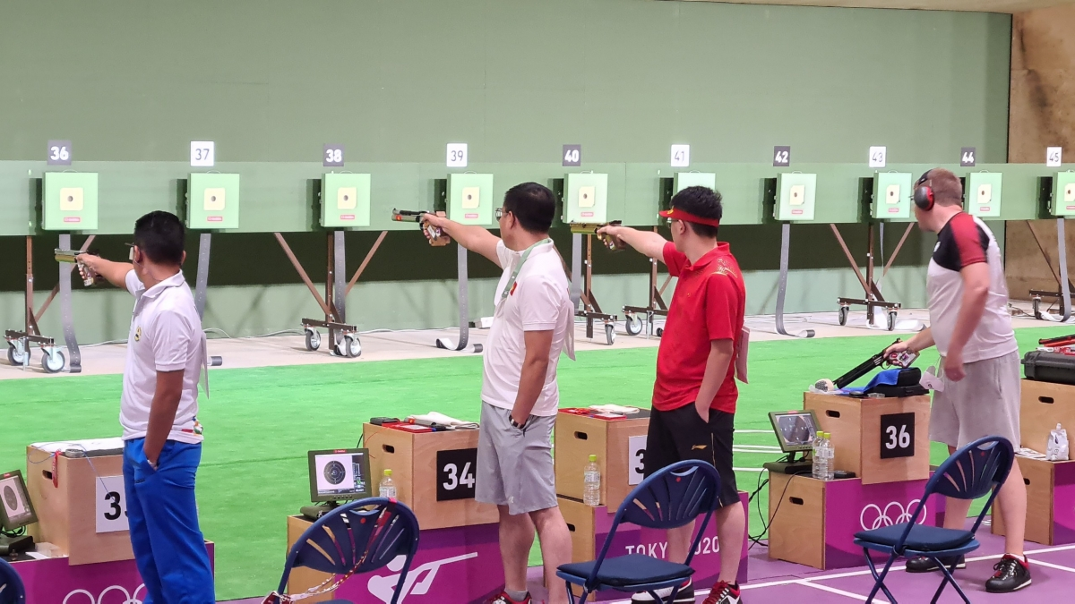 Xạ thủ Hoàng Xuân Vinh thi đấu ở Olympic Tokyo 2020. (Ảnh: Đoàn TTVN)