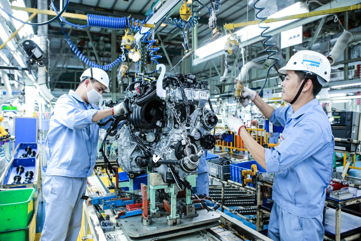 Hoạt động lắp ráp tại nhà máy Toyota Việt Nam.