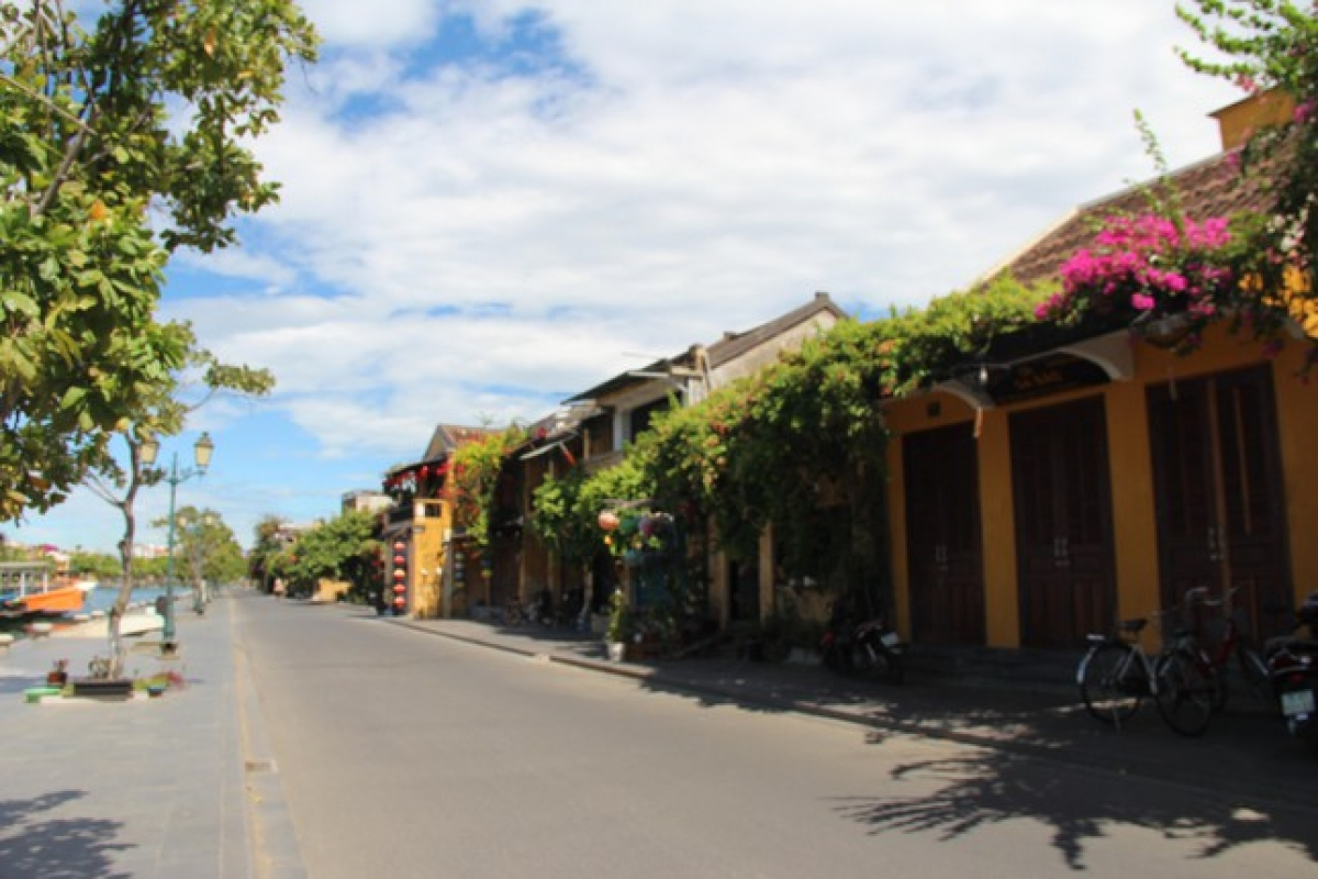 Residents of Hoi An fully comply with all COVID-19 prevention protocols in order to protect themselves and the wider community.