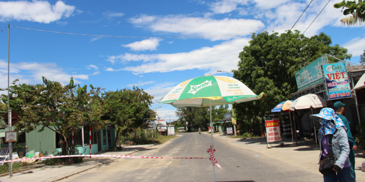 A checkpoint is erected to ensure that local people cannot enter or leave the city.