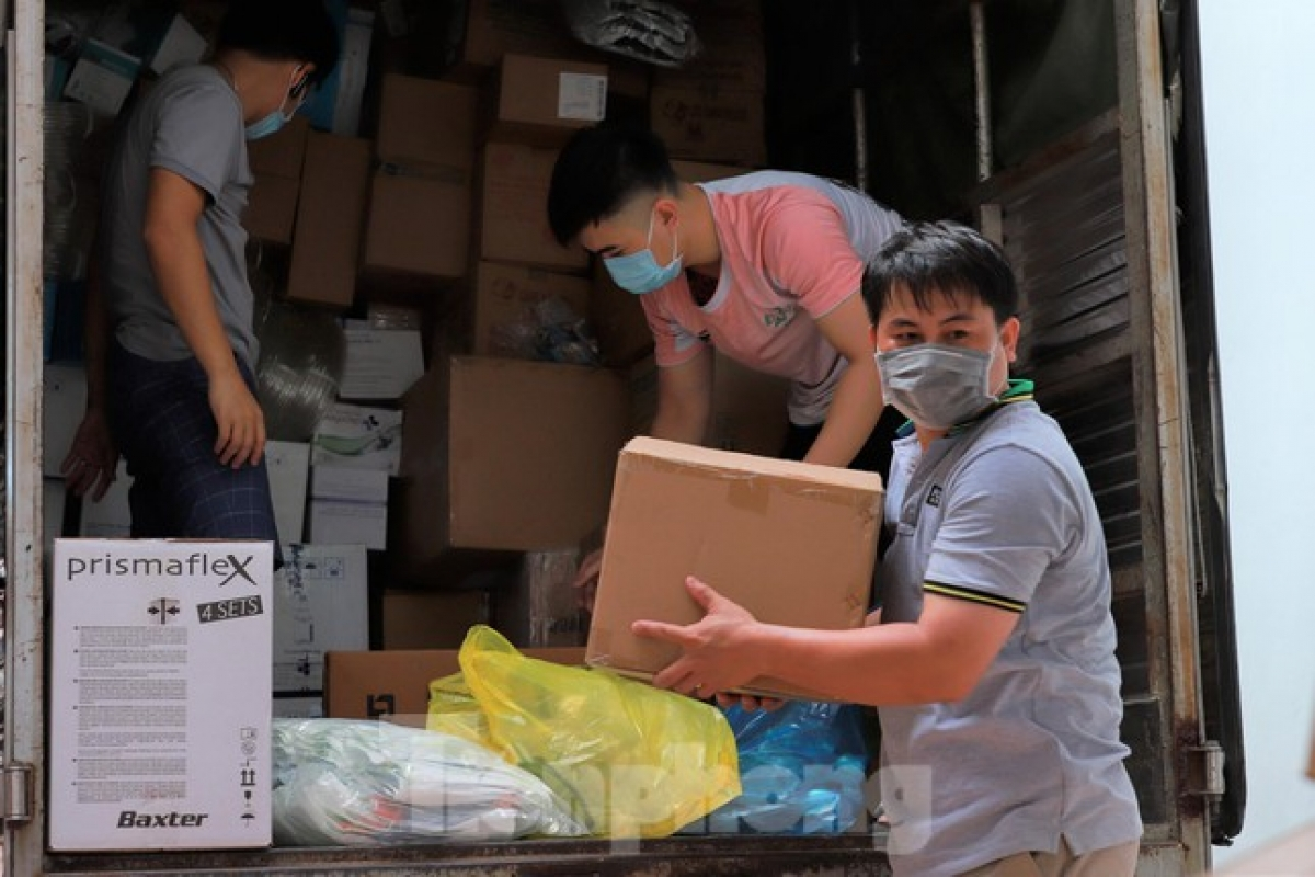 Healthcare equipment is transported from several leading hospitals in HCM City.