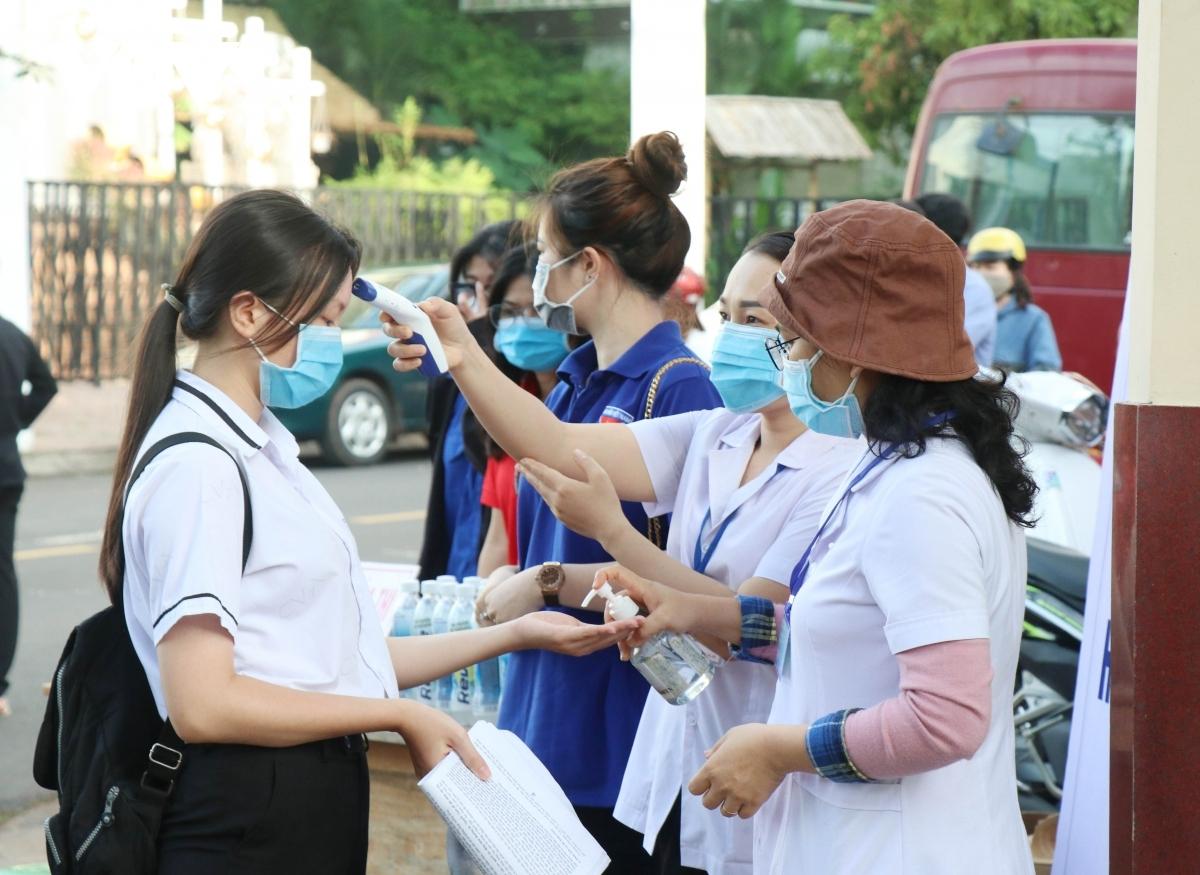 Ngày thi đầu tiên kỳ thi tốt nghiệp THPT 2021: Không có sai sót lớn | VOV.VN