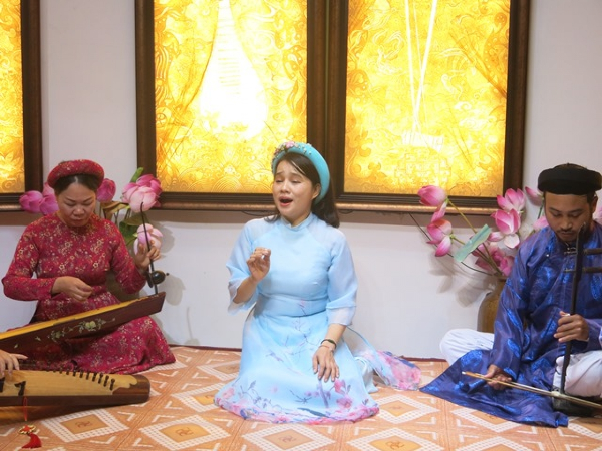 Artists perform Hue folk singing, a variation of Hue royal court music, played on traditional musical instruments.