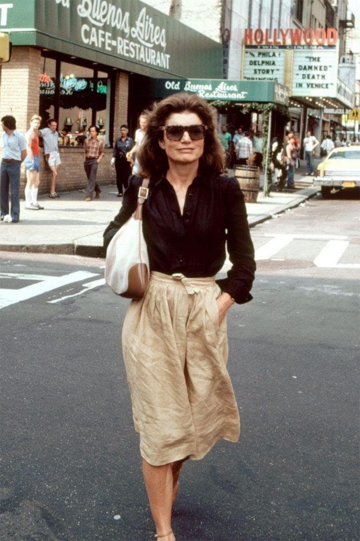 Cựu đệ nhất phu nhân Jackie Kennedy diện chiếc túiJackie 1961 của Gucci.