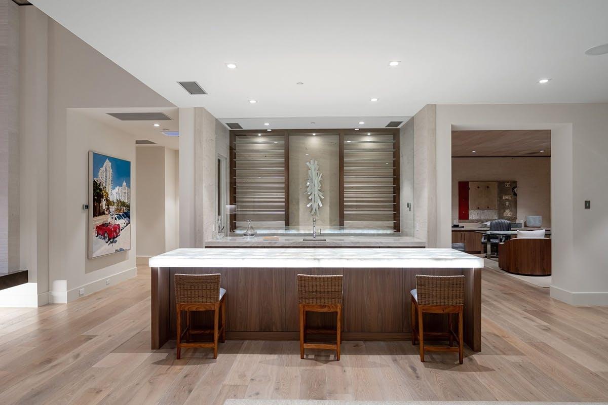 TheoNew York Post, dinh thự nằm trong khu phố Las Quintas,được thiết kế theo phong cách hiện đại, trông giống như một resort với không gian thư giãn, yên bình.