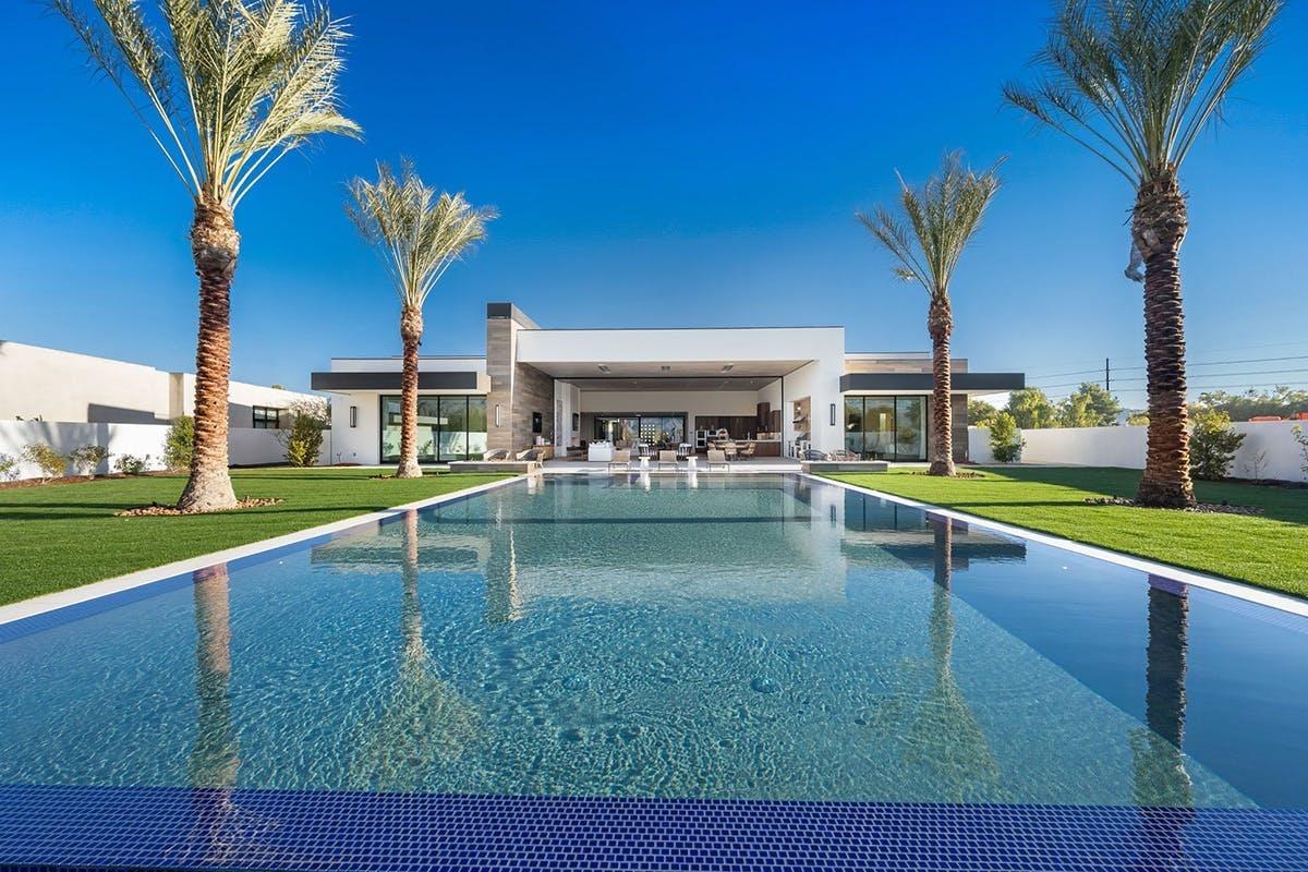 Điểm nổi bật của nơi nghỉ dưỡng này chính là hồ bơi vô cực,spa, sân golf riêng.