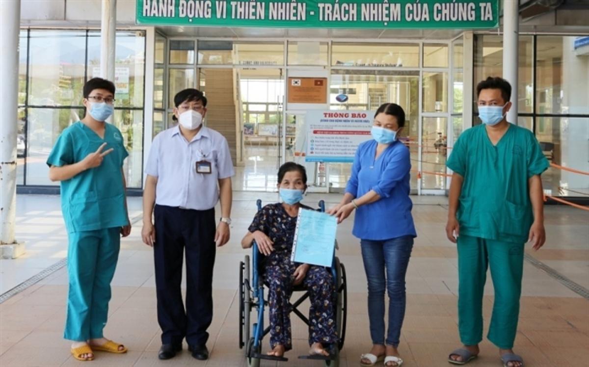 Ngày càng nhiều người mắc COVID-19 ở TP.HCM được xuất viện.
