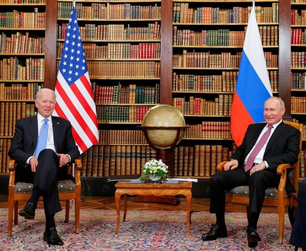 Tổng thống Mỹ Joe Biden (trái) và Tổng thống Nga Vladimir Putin. (Ảnh: Reuters)
