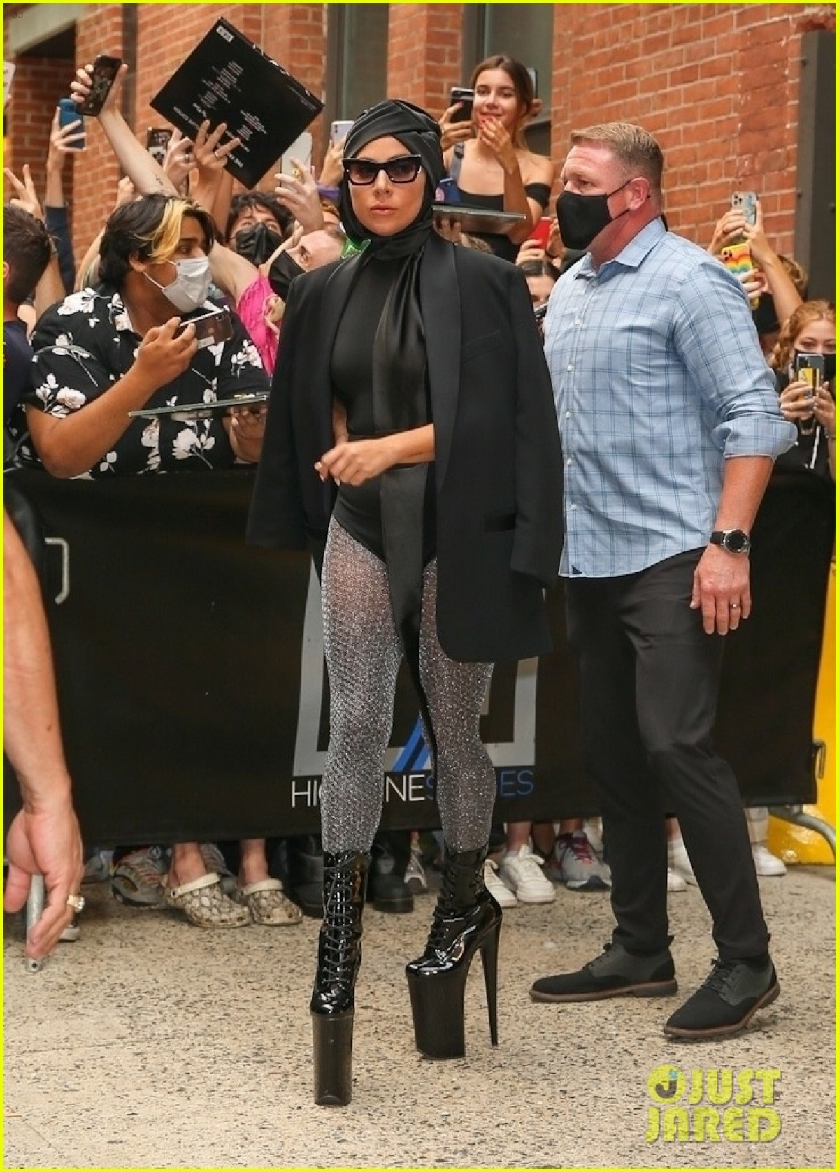 Cách phối đồ và phụ kiện của Lady Gaga luôn khiến công chúng phải bất ngờ.