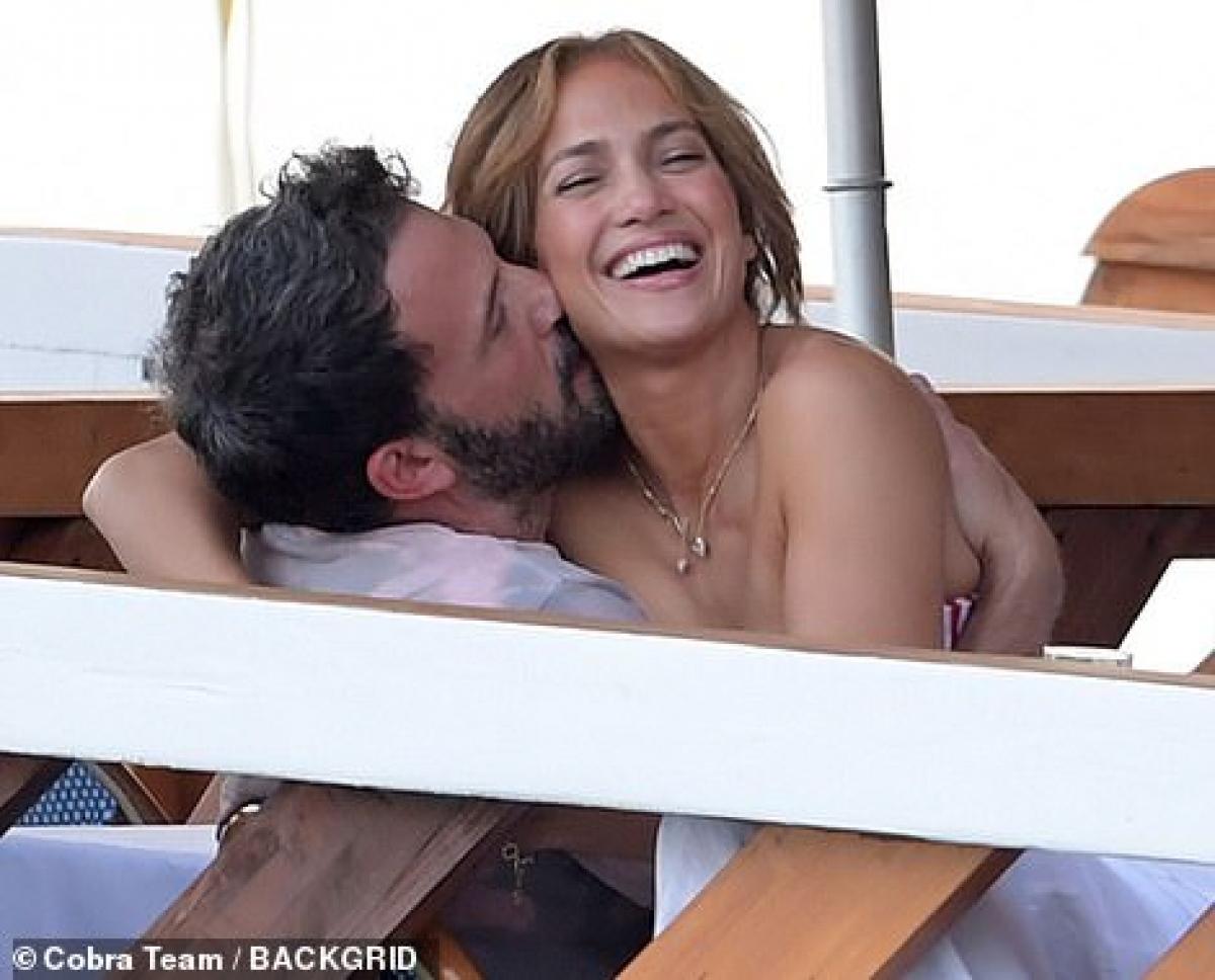 """""""Họ rất hạnh phúc bên nhau. Hai người đang bắt đầu nói về tương lai của họ"""", nguồn tin tiết lộ."""