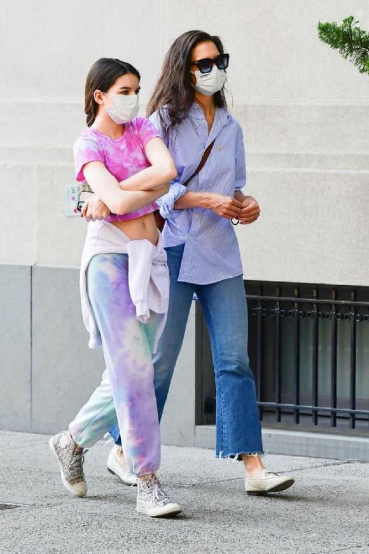 Suri thừa hưởng nhiều nét đẹp từ bố Tom Cruise và mẹ Katie Holmes.