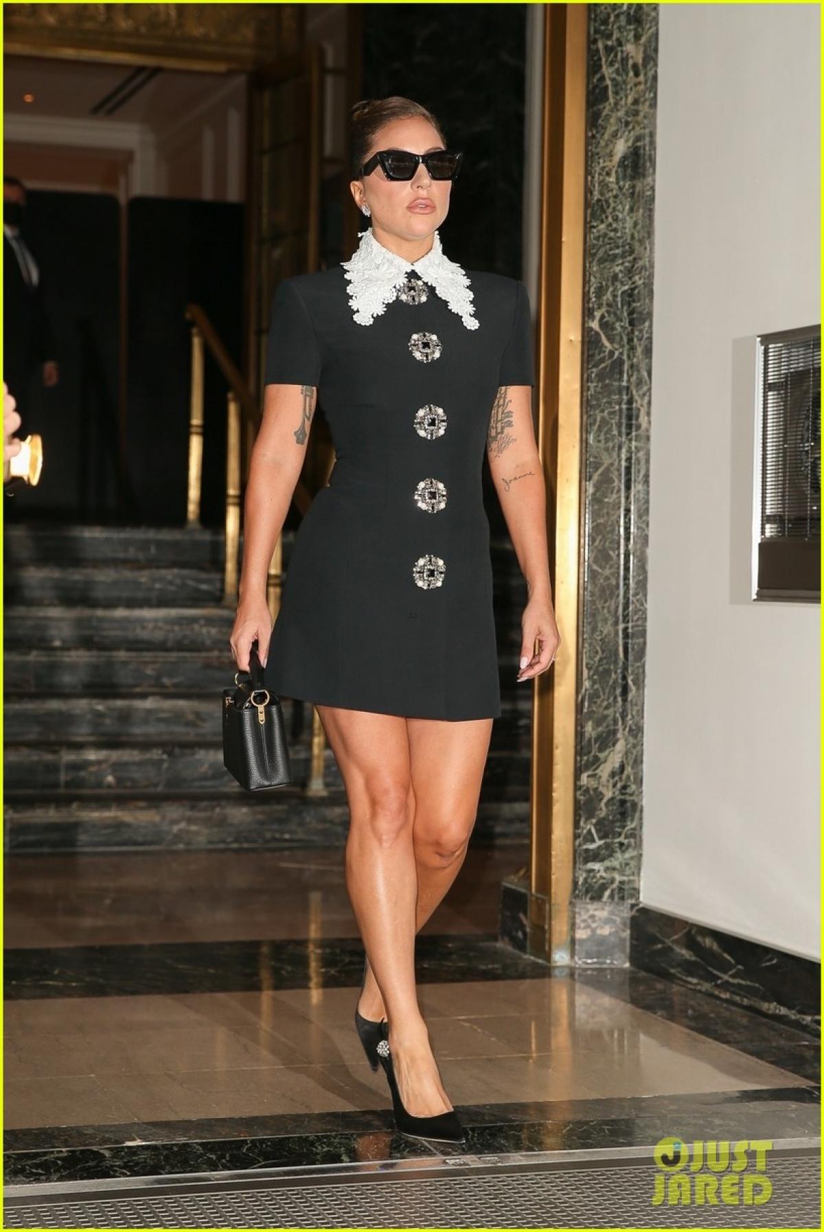 Lady Gaga được nhìn thấy rời khỏi khách sạn đến tham dự buổi diễn tập ở New York chiều cuối tuần.