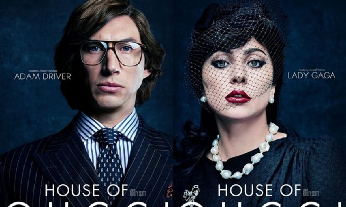 """Thoát khỏi hình ảnh cô ca sĩ chân phương trong phim """"A Star is born"""" (Vì sao vụt sáng), Lady Gaga hóa thân thành cô con dâu sang trọng và quyền lực của đế chế thời trang Italy."""