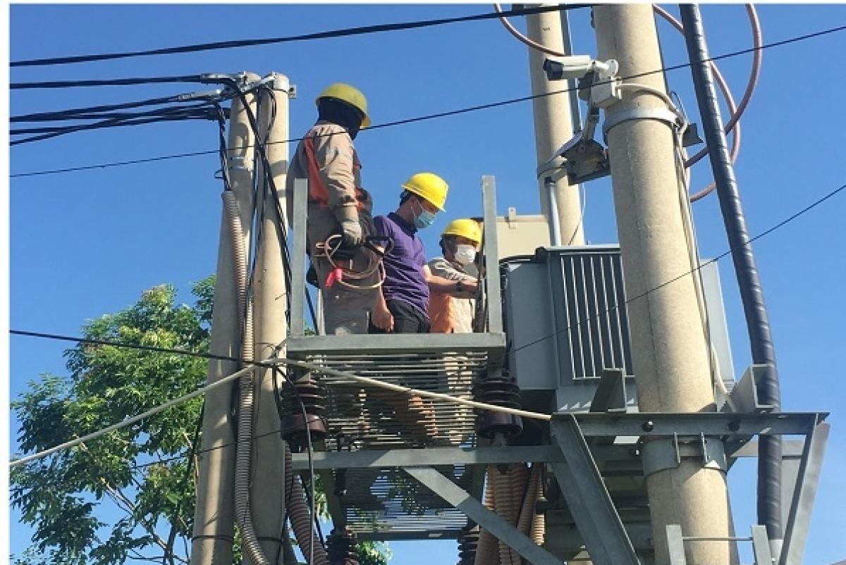 Các đơn vị thành viên trong Tổng công ty Điện lực miền Bắc kiểm tra,sẵn sàngcấp điện an toàn cho 883 địa điểm thi tốt nghiệp THPT tại 27 tỉnh phía Bắc.