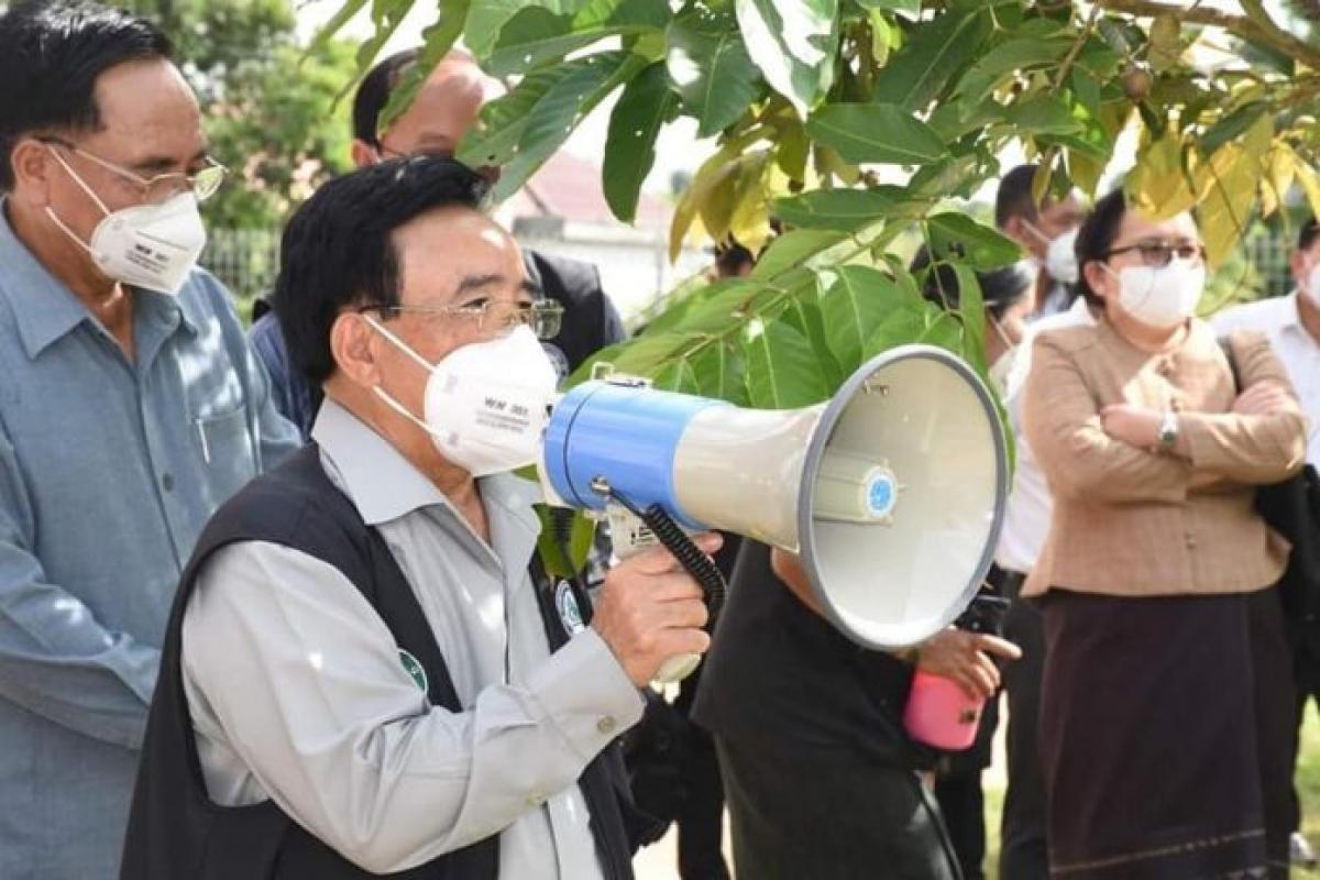 Thủ tướng Lào Phankham Viphavanh kiểm tra công tác phòng chống dịch Covid-19 tại các tỉnh Nam Lào. Ảnh: KT