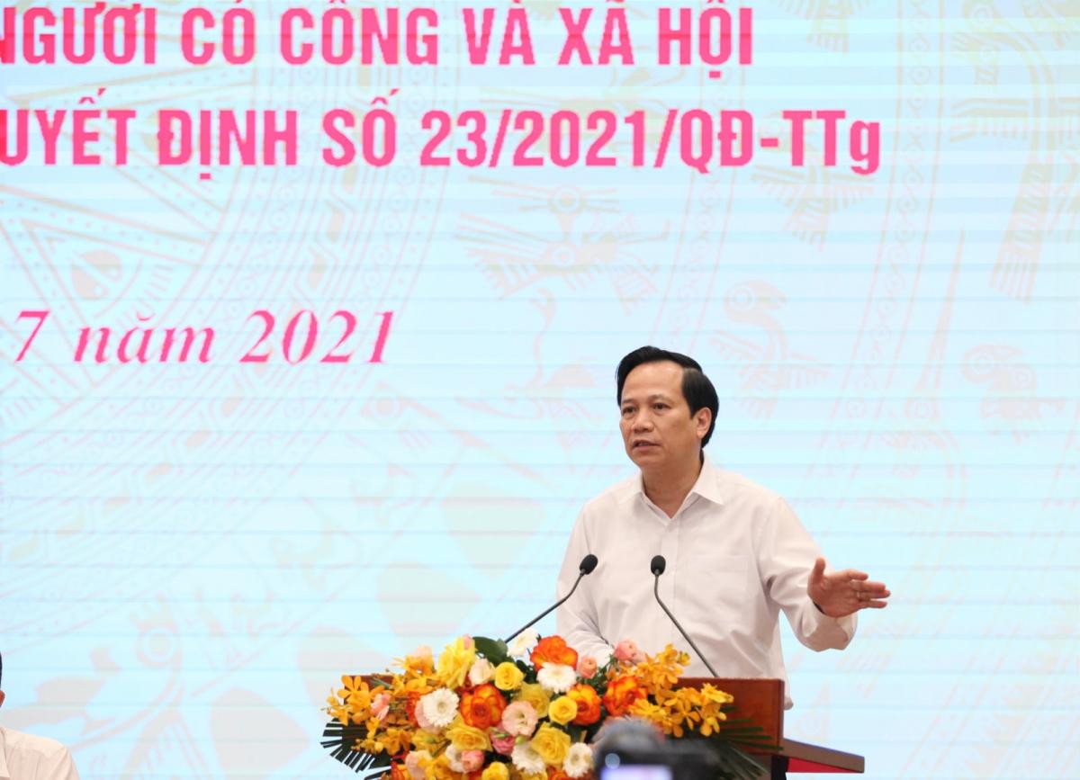 Bộ trưởng Đào Ngọc Dung yêu cầu các địa phương đơn giản hóa các thủ tục hưởng hỗ trợ cho lao động.