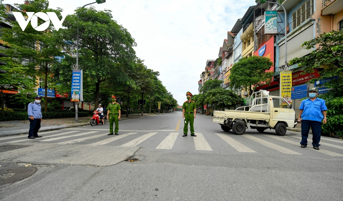 Hanoi Lung Hospital goes into lockdown after 21 patients, two caregivers, and six healthcare workers are diagnosed with the SARS-CoV-2 virus.