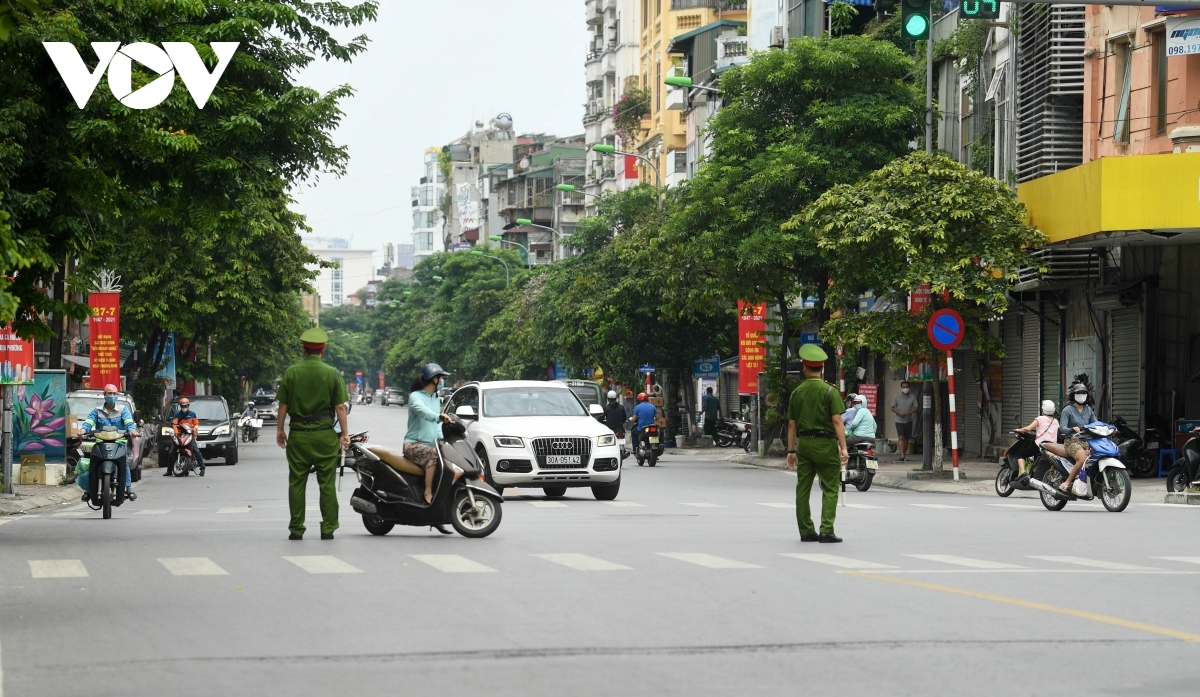 Thanh Nhan road, where Hanoi Lung Hospital is located, is also blocked as part of containment efforts.