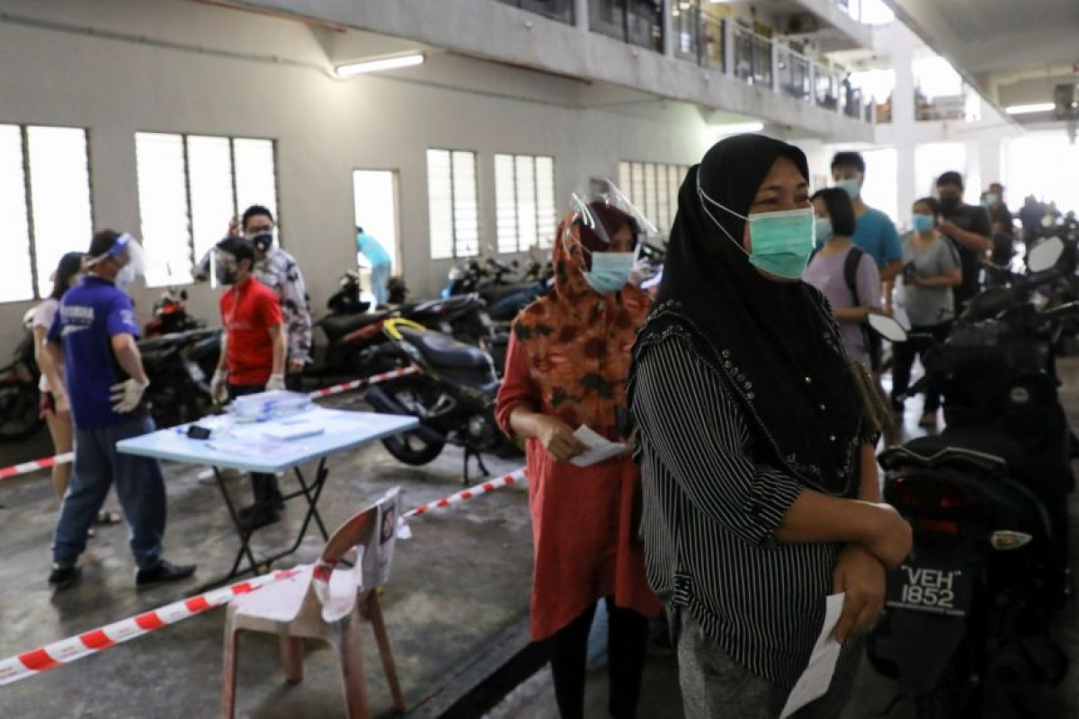 Ngày 24/7, Malaysia ghi nhận hơn 15.900 ca mắc Covid-19 trong vòng 24 giờ. Ảnh: Reuters
