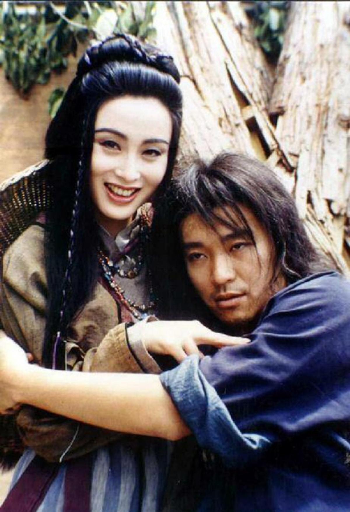 """Trương Mẫn từng dính tin đồn tình cảm với Châu Tinh Trì nhưng cô nhiều lần khẳng định, cô chỉ xem ông là """"anh trai""""."""