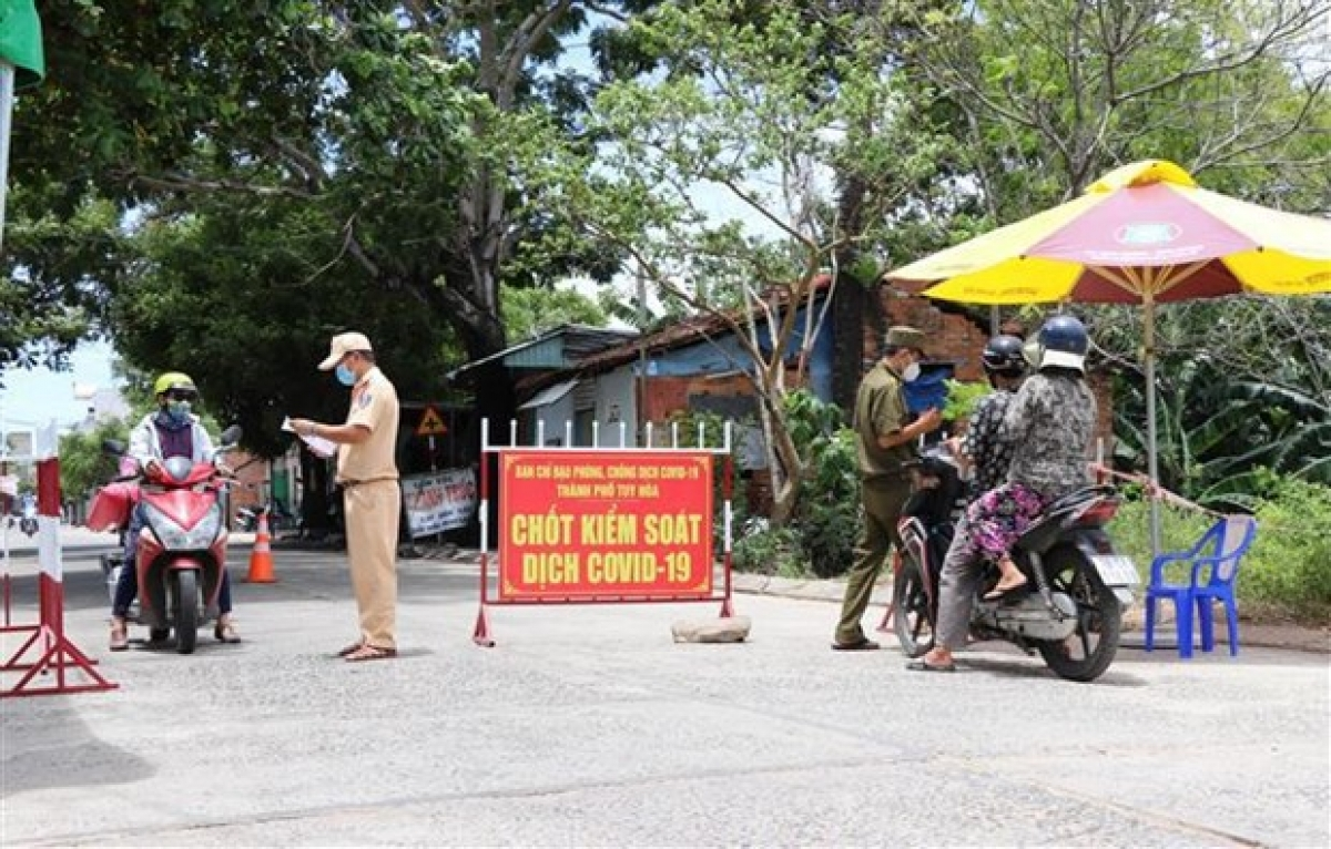 At a checkpoint in Tuy Hoa city, Phu Yen district (Photo: VNA)