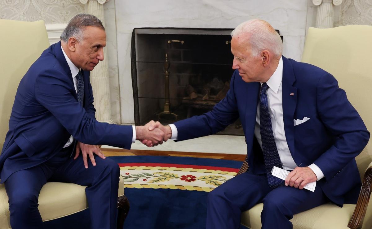Thủ tướng Iraq al-Kadhimi gặp Tổng thống Mỹ Biden tại Nhà Trắng. Ảnh: Reuters