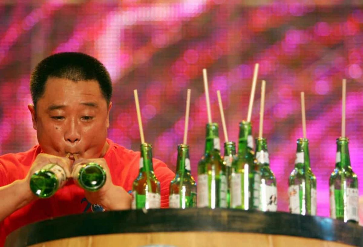 Uống rượu nhanh.Kỷ lục liên quan đến việc uống rượu nhanh đã không còn được Guinness thế giới ghi nhận.